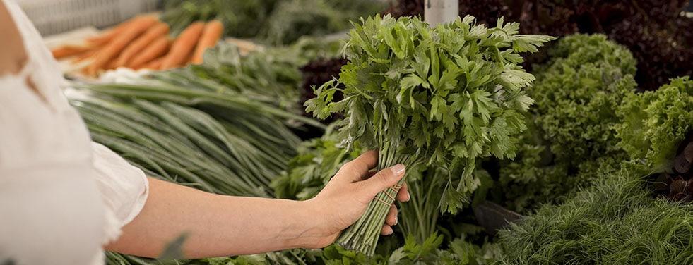Marché herbes aromatiques
